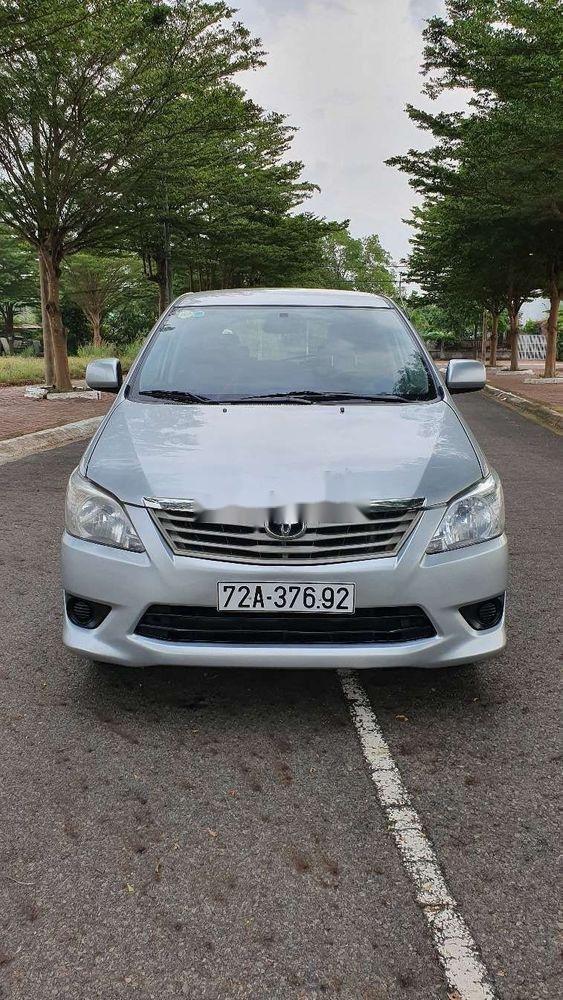 Bán Toyota Innova sản xuất năm 2013, màu bạc xe nguyên bản (1)