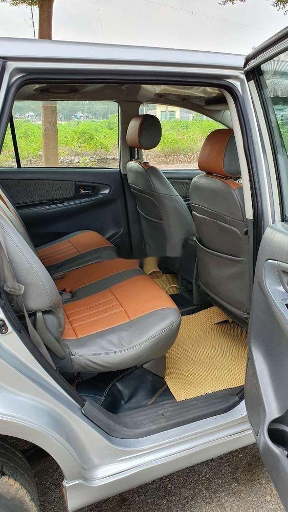 Bán Toyota Innova sản xuất năm 2013, màu bạc xe nguyên bản (8)