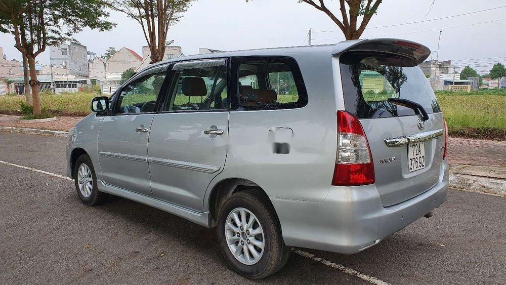 Bán Toyota Innova sản xuất năm 2013, màu bạc xe nguyên bản (5)