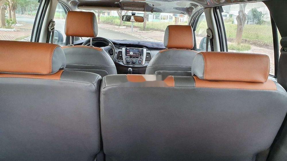 Bán Toyota Innova sản xuất năm 2013, màu bạc xe nguyên bản (11)