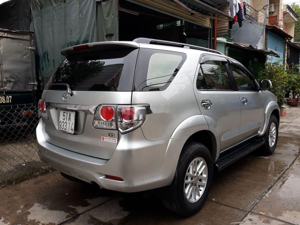 Cần bán lại xe Toyota Fortuner sản xuất năm 2014, màu bạc, giá tốt (3)