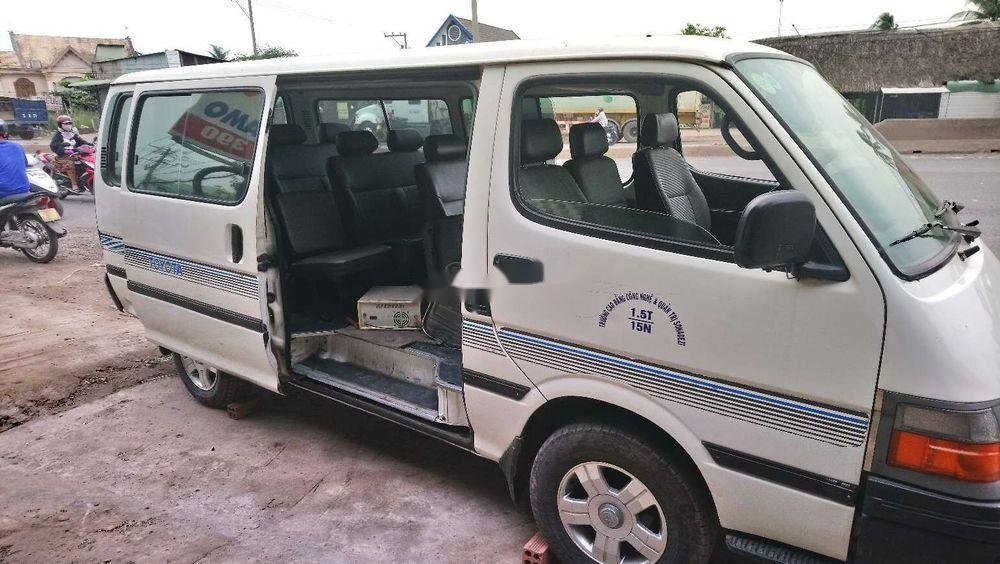 Bán Toyota Hiace sản xuất 2005, màu trắng, nhập khẩu chính hãng (3)