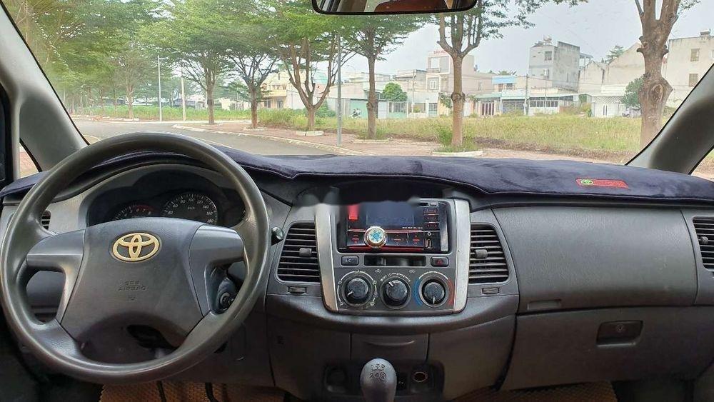 Bán Toyota Innova sản xuất năm 2013, màu bạc xe nguyên bản (12)