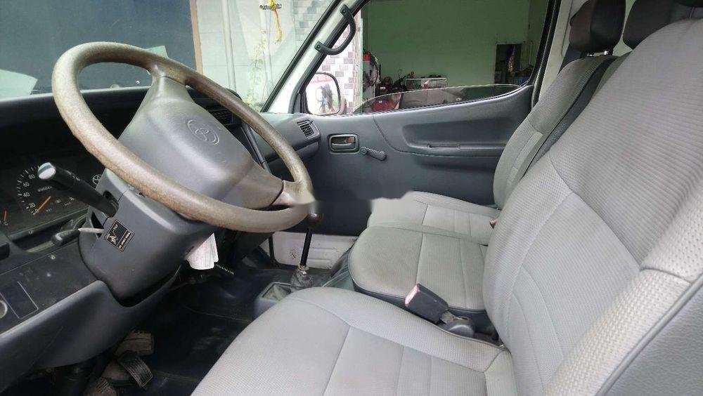 Bán Toyota Hiace sản xuất 2005, màu trắng, nhập khẩu chính hãng (6)