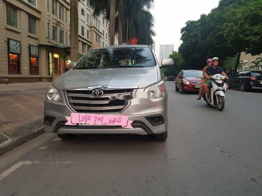 Cần bán lại xe Toyota Innova 2016, màu bạc xe nguyên bản (4)