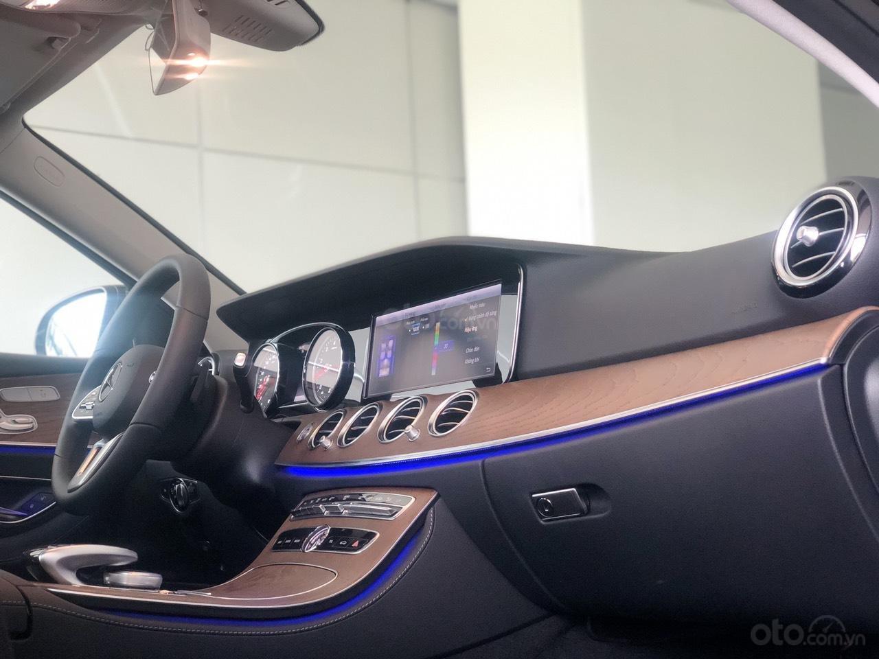 Bán Mercedes-Benz E200 2019 cũ, chính hãng, đi 50 km (7)
