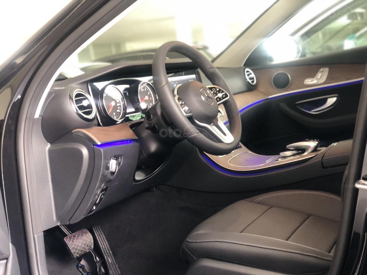 Bán Mercedes-Benz E200 2019 cũ, chính hãng, đi 50 km (8)