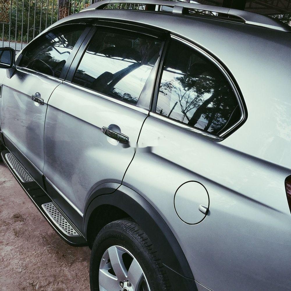 Cần bán gấp Chevrolet Captiva 2010, màu trắng (7)