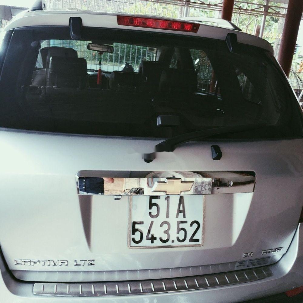 Cần bán gấp Chevrolet Captiva 2010, màu trắng (6)