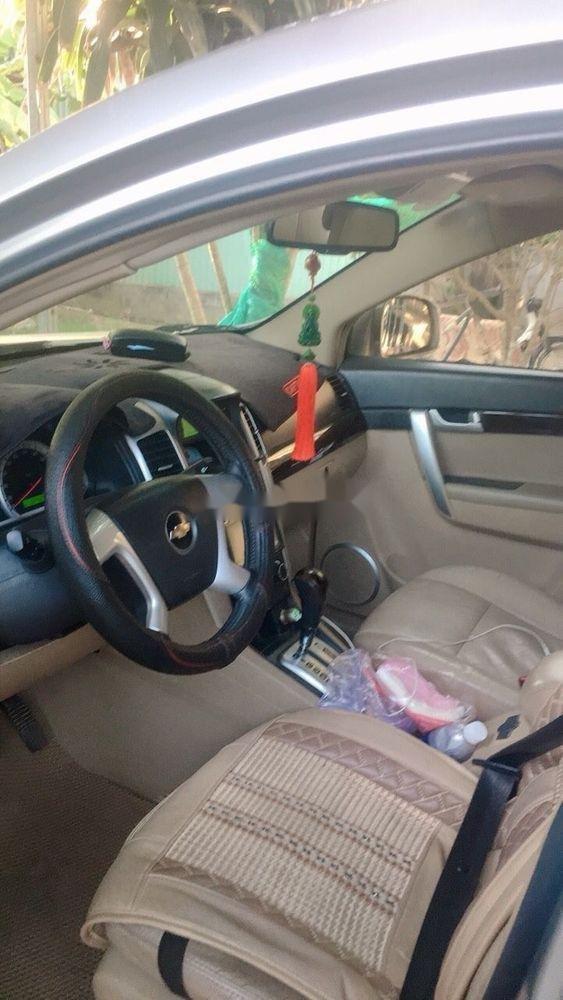 Cần bán gấp Chevrolet Captiva 2010, màu trắng (3)