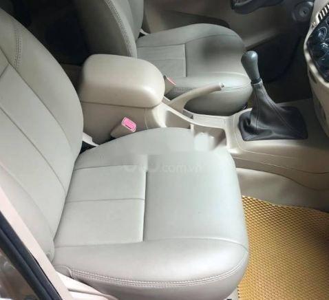 Cần bán lại xe Toyota Innova MT năm 2013 số sàn (2)