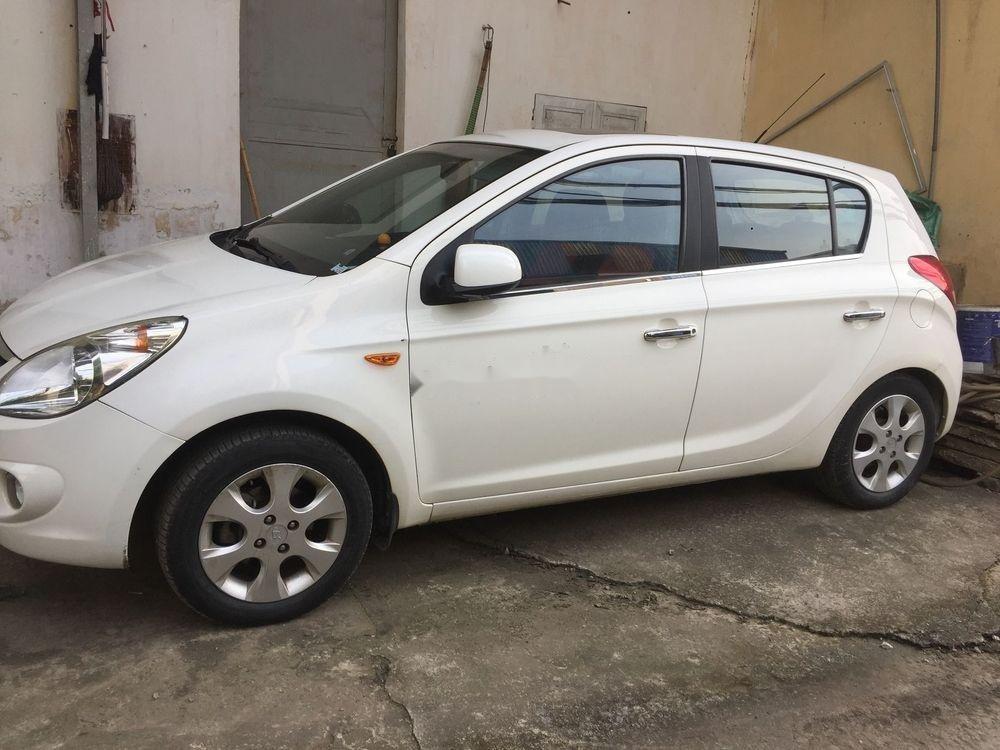 Cần bán gấp Hyundai i20 sản xuất 2011, màu trắng, nhập khẩu nguyên chiếc (2)