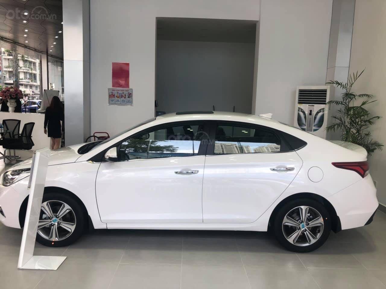 Cần bán Hyundai Accent đời 2019, màu trắng nhập khẩu, giá 430 triệu đồng (2)