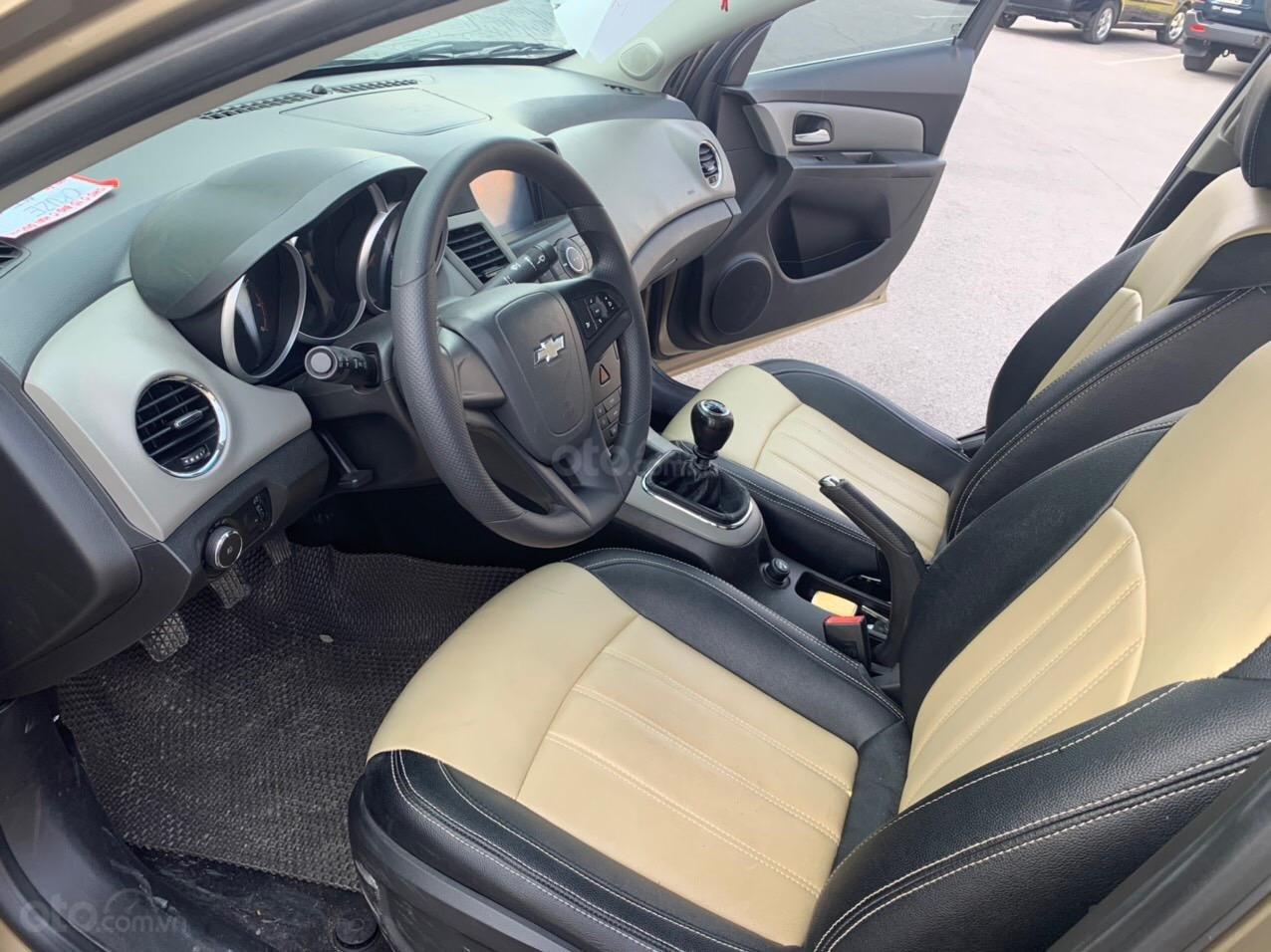 Cần bán Chevrolet Cruze sx 2013 số sàn 1.6 màu vàng - Quang Tiệp 0865.567.369 (7)