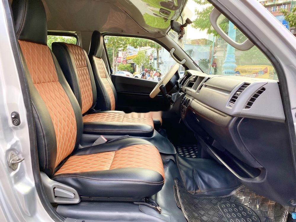 Bán Toyota Hiace năm sản xuất 2009, màu bạc, nhập khẩu (3)