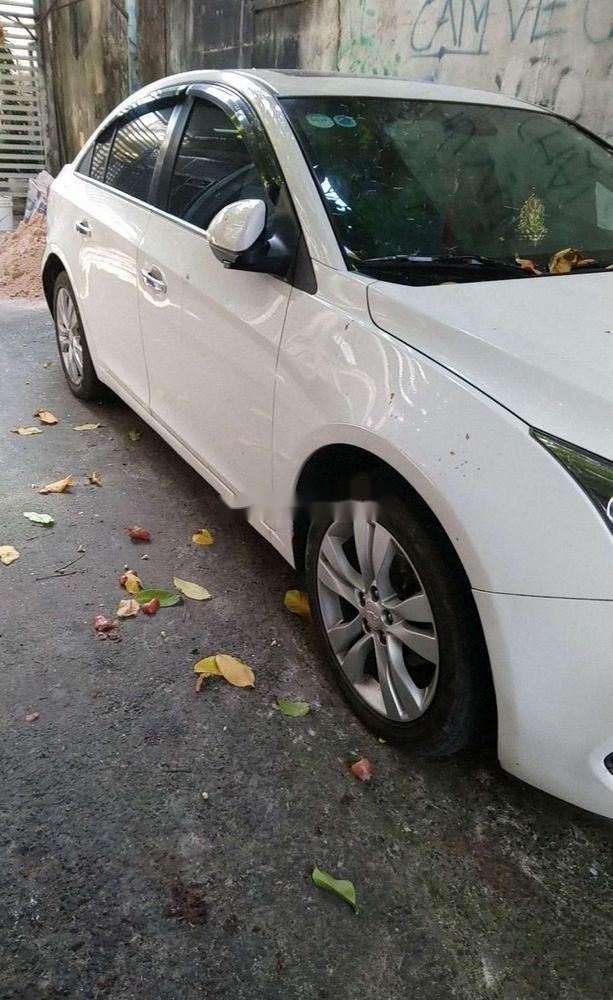 Cần bán Chevrolet Cruze đời 2016, màu trắng xe gia đình, giá tốt (2)
