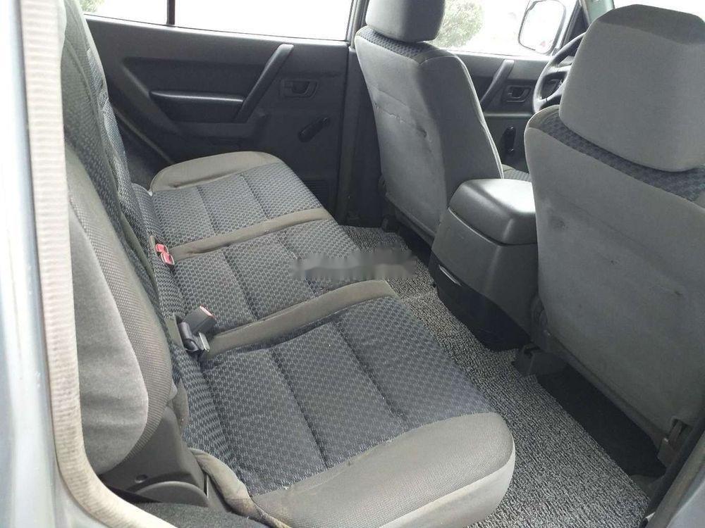 Cần bán Mitsubishi Pajero 2006, màu bạc, xe nhập, số sàn  (9)