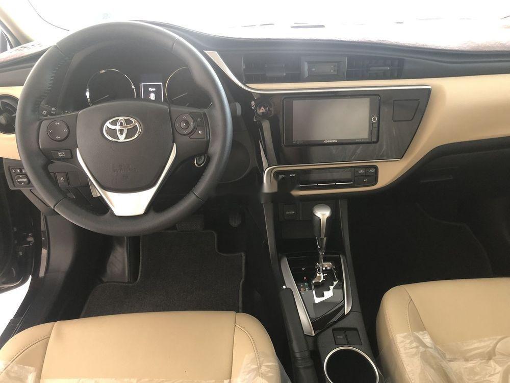 Cần bán Toyota Corolla Altis 2018, màu đen, số tự động, 735 triệu (6)