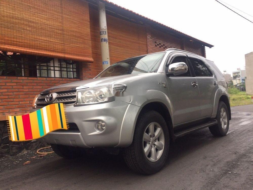 Bán xe Toyota Fortuner AT năm sản xuất 2010 chính chủ (1)