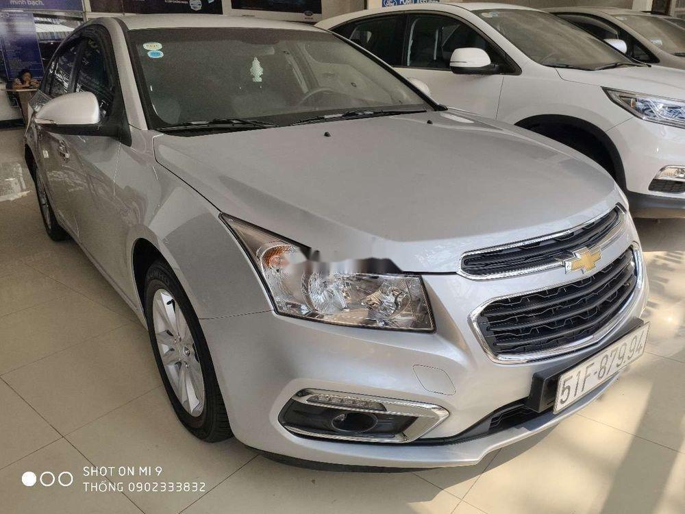 Bán xe cũ Chevrolet Cruze đời 2017, màu bạc (1)