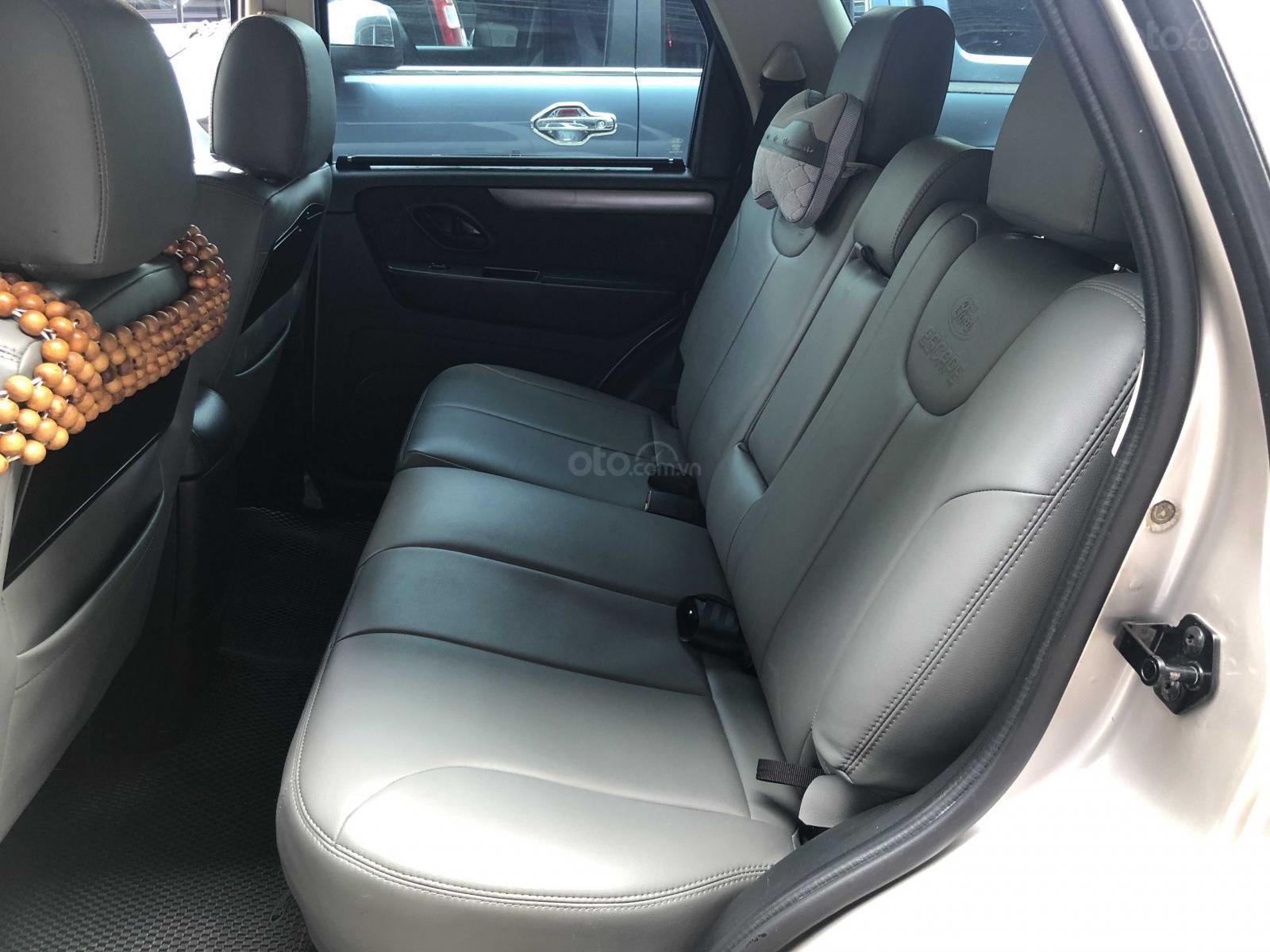 Xe Ford Escape sản xuất 2011, màu bạc còn mới giá 455 triệu đồng (6)