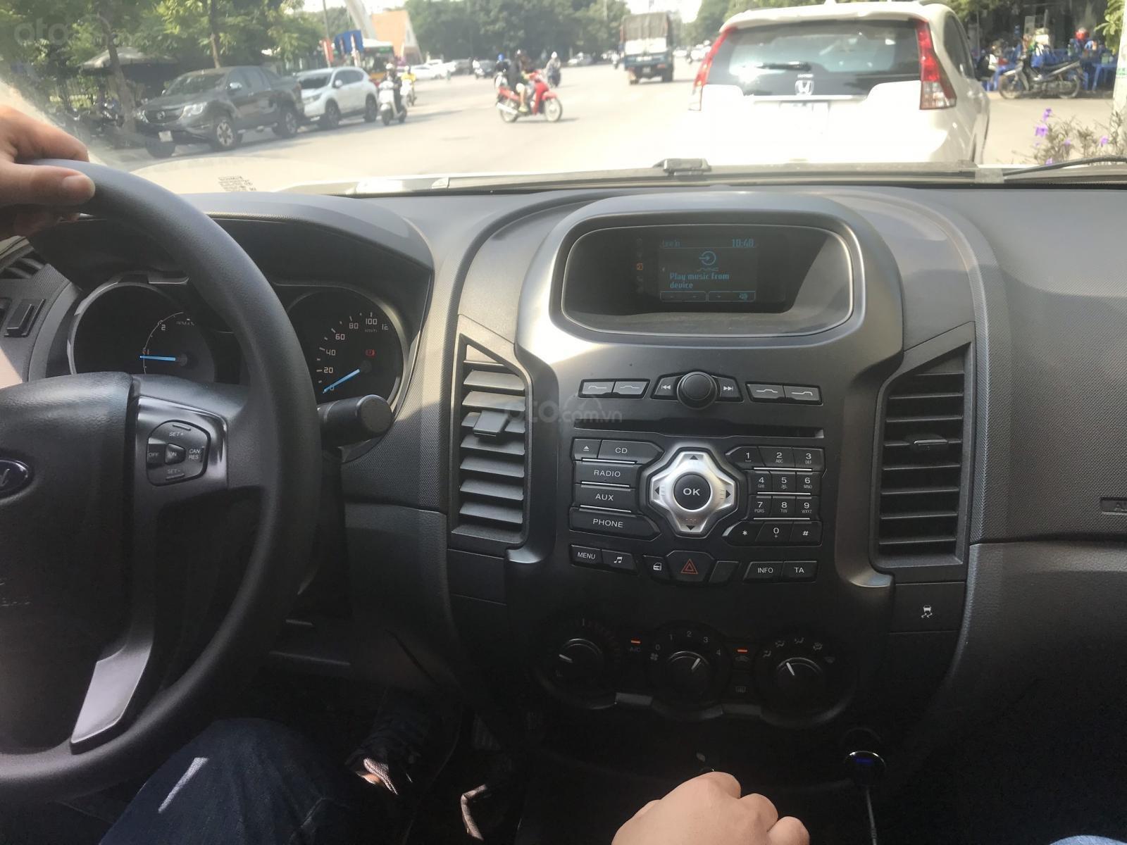 Bán ô tô Ford Ranger XLS AT sản xuất năm 2017, màu trắng, nhập khẩu bảo dưỡng định kì trong hãng LH 0967664648 (4)
