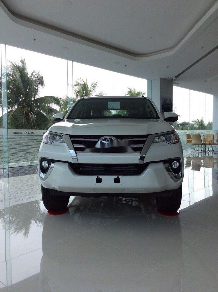 Cần bán xe Toyota Fortuner 2019, màu trắng, giá tốt (1)