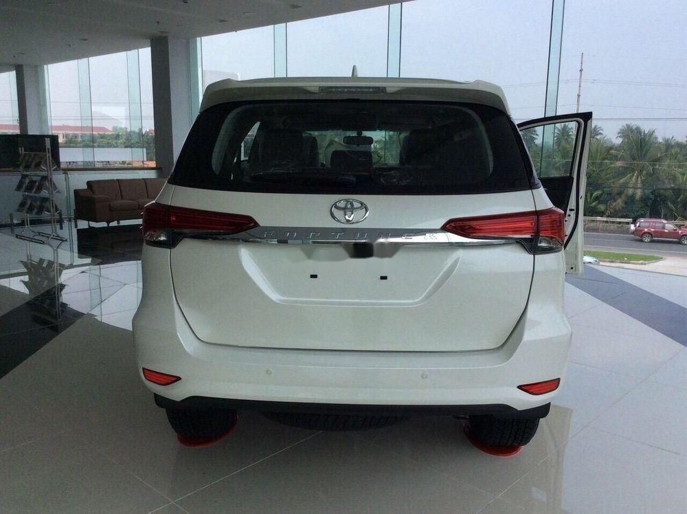 Cần bán xe Toyota Fortuner 2019, màu trắng, giá tốt (4)