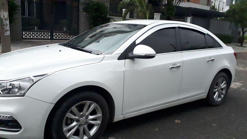 Cần bán lại xe Chevrolet Cruze năm 2017, màu trắng (3)