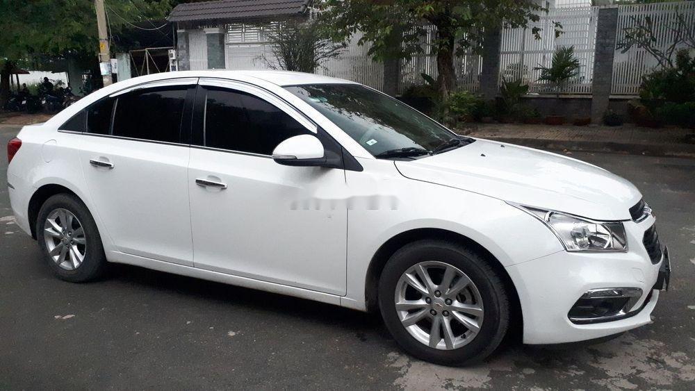 Cần bán lại xe Chevrolet Cruze năm 2017, màu trắng (4)
