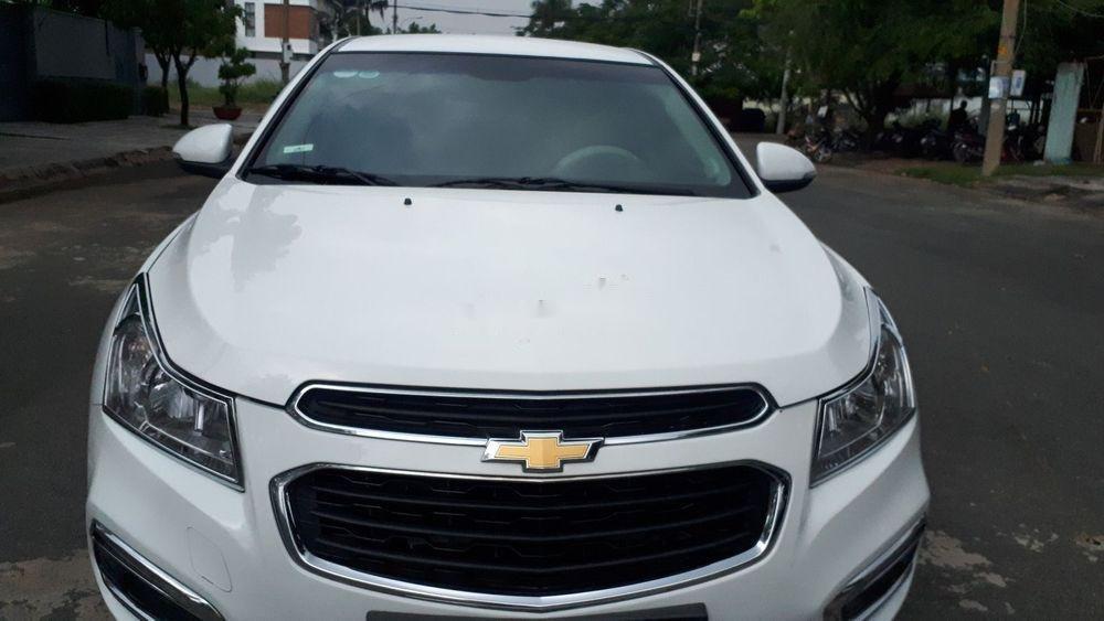 Cần bán lại xe Chevrolet Cruze năm 2017, màu trắng (1)