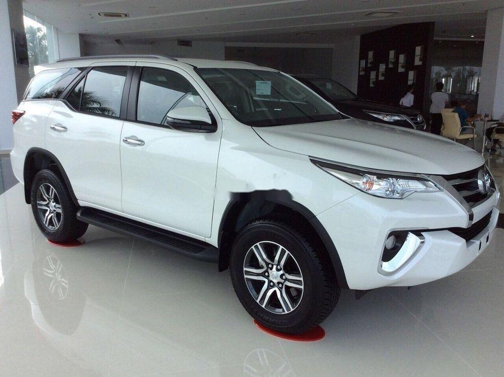 Cần bán xe Toyota Fortuner 2019, màu trắng, giá tốt (2)