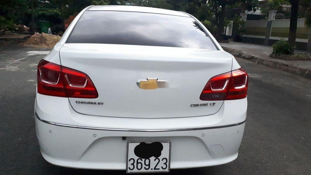 Cần bán lại xe Chevrolet Cruze năm 2017, màu trắng (2)