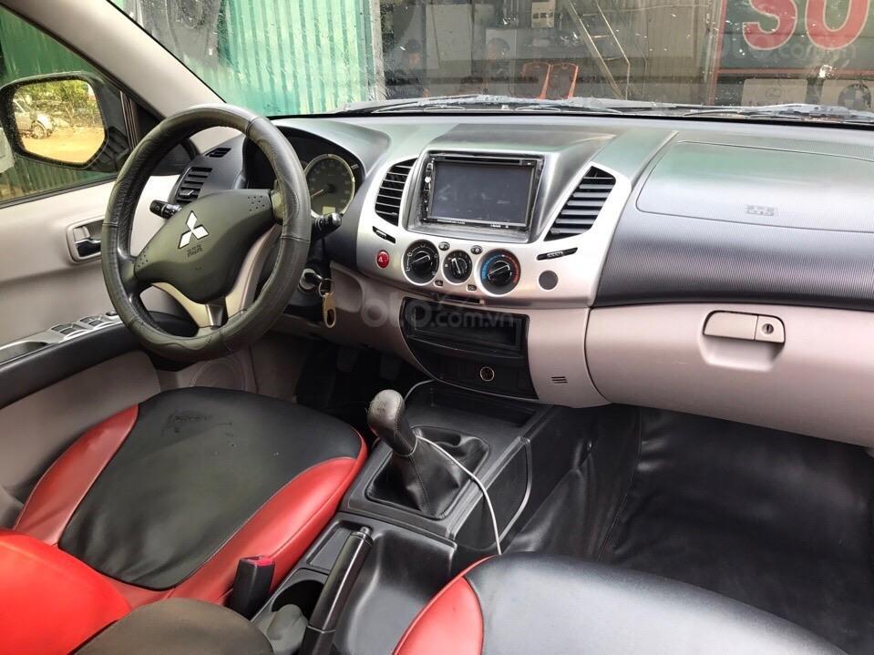 Cần bán Mitsubishi Triton đời 2010, màu xám (ghi), nhập khẩu (2)
