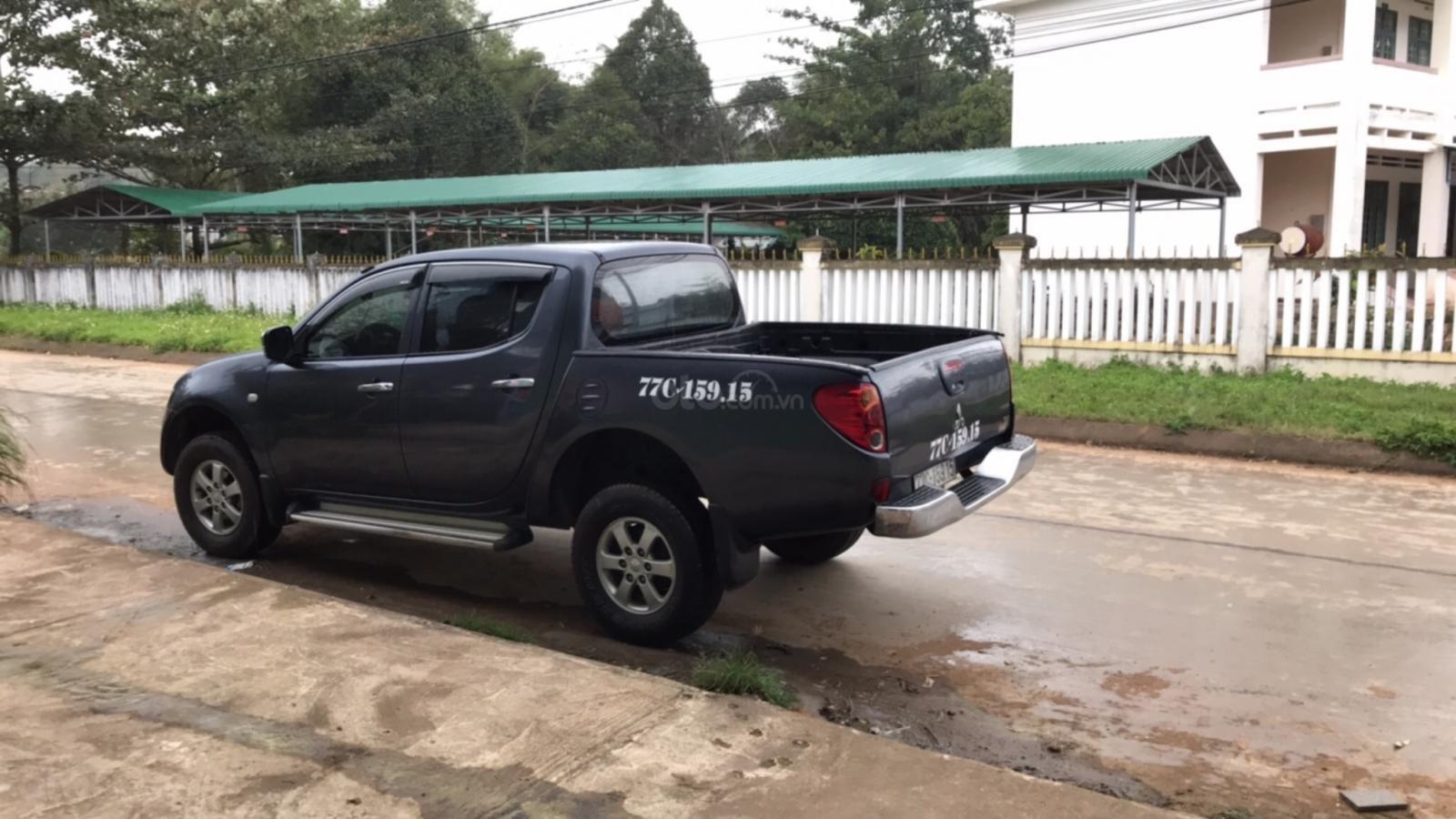 Cần bán Mitsubishi Triton đời 2010, màu xám (ghi), nhập khẩu (1)