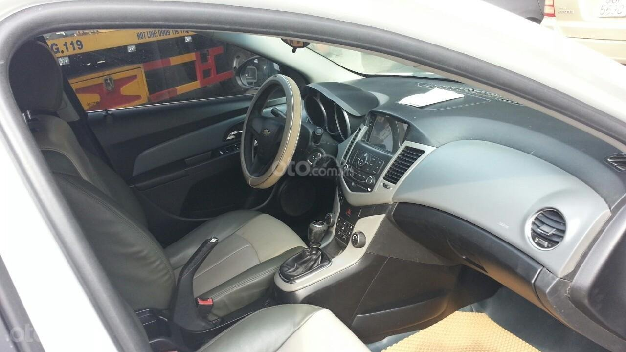 Cần bán Chevrolet Cruze đời 2012, màu trắng giá chỉ 290 triệu (3)