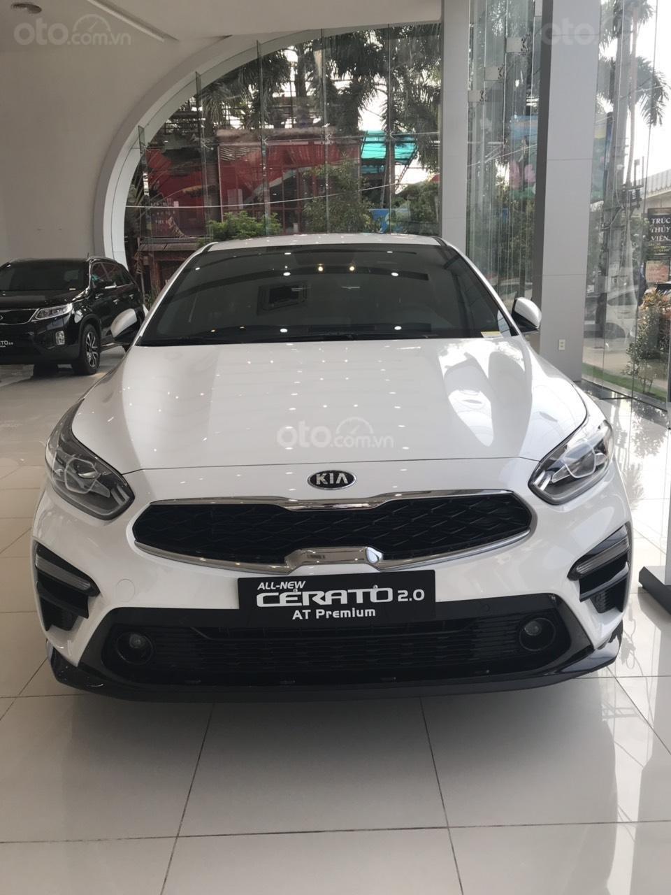 Cần bán chiếc xe Kia Cerato, 2019, màu trắng, giá cực kì hấp dẫn (1)