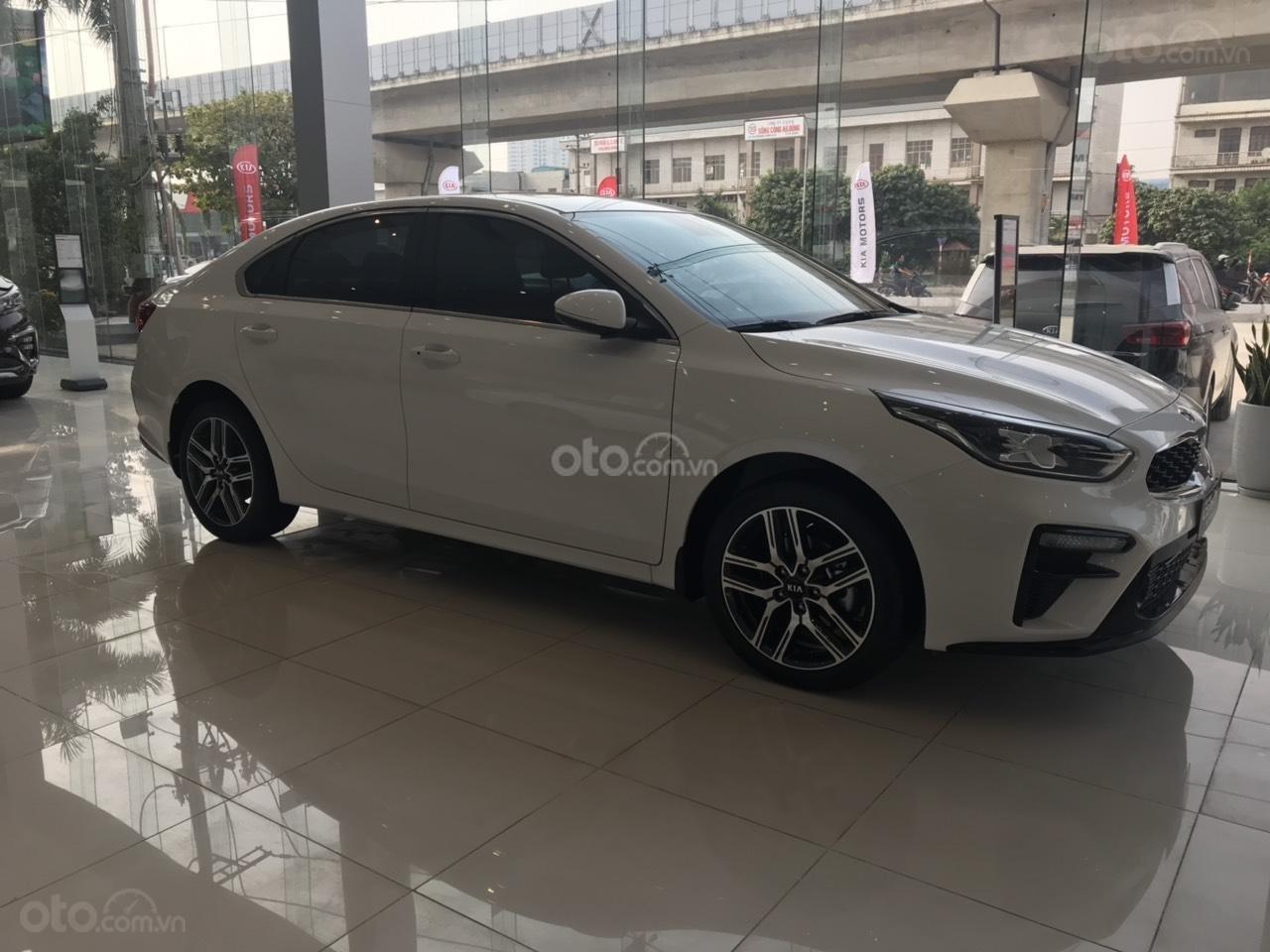 Cần bán chiếc xe Kia Cerato, 2019, màu trắng, giá cực kì hấp dẫn (3)