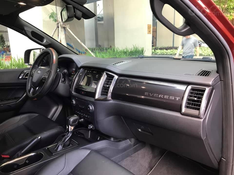 Ford Everet Titanium 4x2 AT sản xuất 2018, màu đỏ tên tư nhân (9)