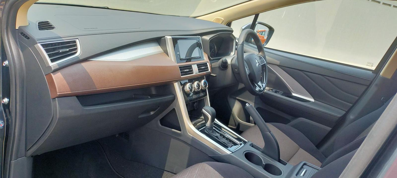 Mitsubishi Xpander Cross 2020 - MPV lai crossover ra mắt.