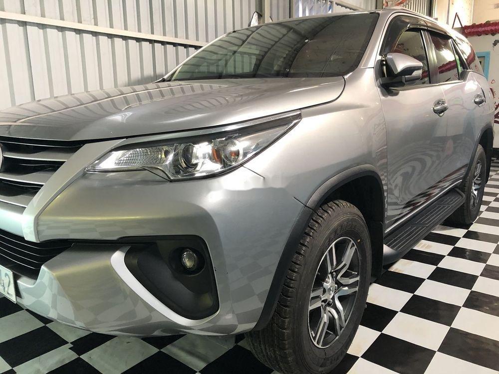 Cần bán gấp Toyota Fortuner năm sản xuất 2017, màu bạc, xe nhập chính hãng (2)