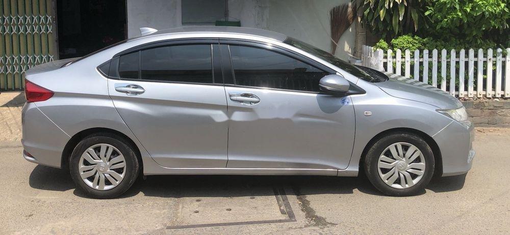 Bán Honda City năm 2016, màu bạc xe nguyên bản (2)