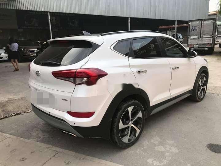 Bán Hyundai Tucson sản xuất năm 2018, màu trắng xe nguyên bản (3)