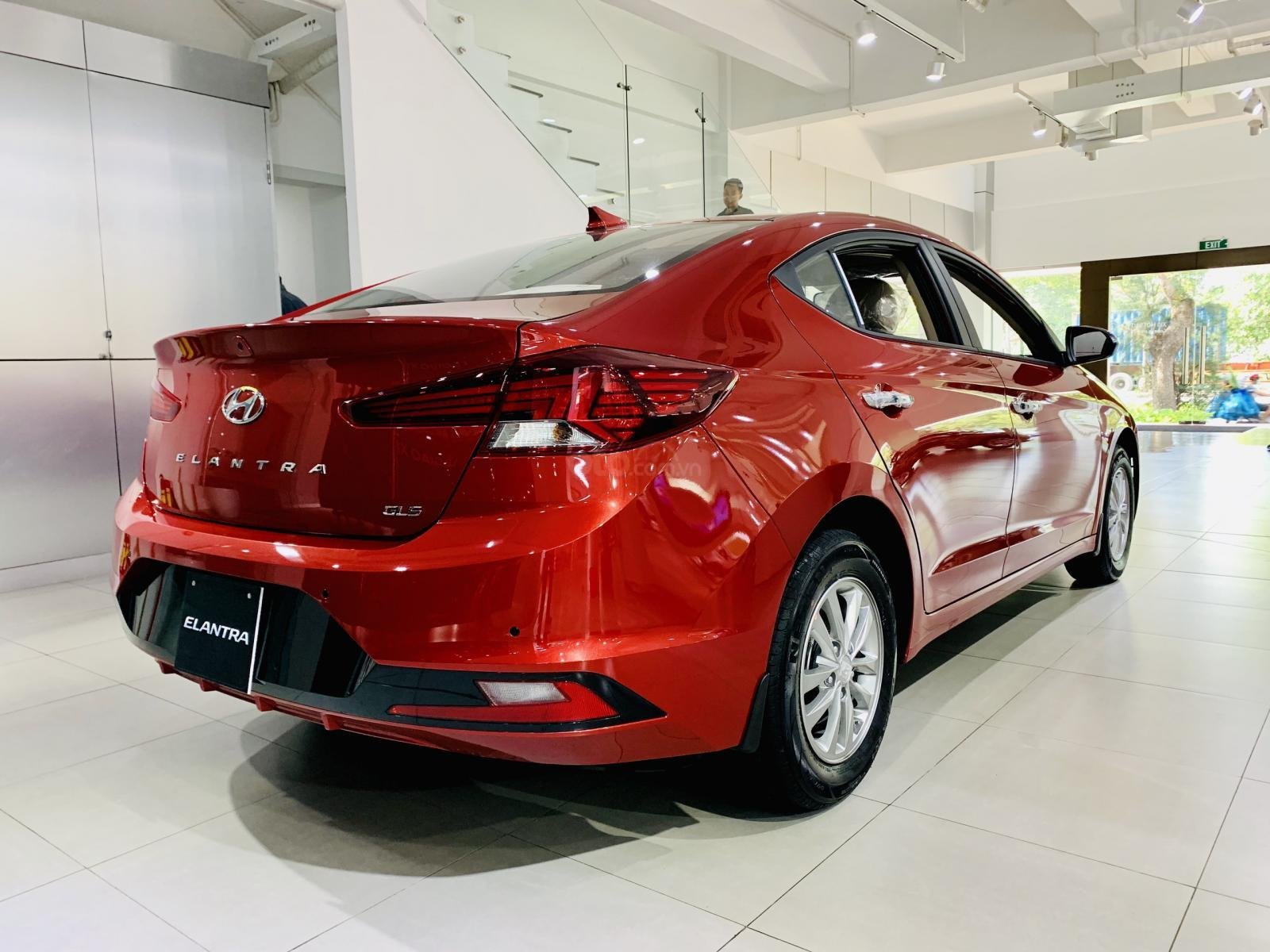 Hyundai Elantra giá bán cạnh tranh, khuyến mãi quà tặng phụ kiện giá trị thật, xe sẵn giao ngay (1)