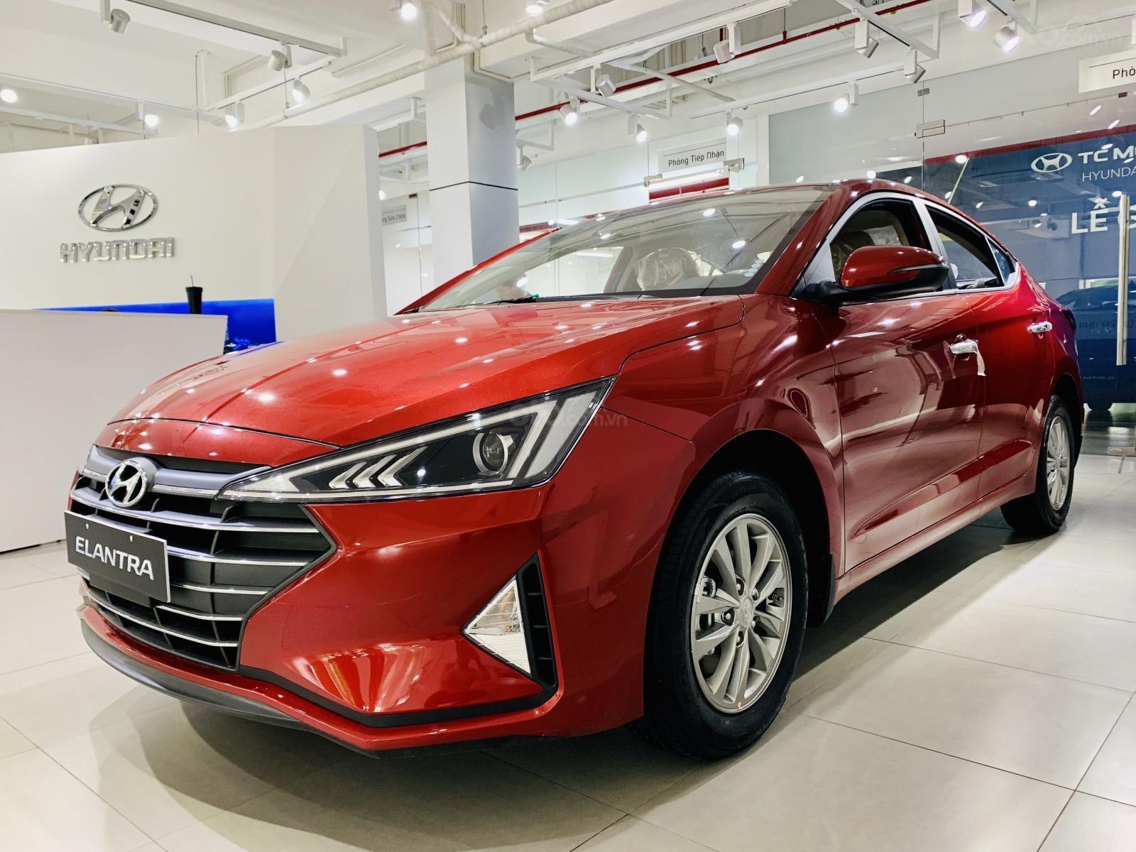 Hyundai Elantra giá bán cạnh tranh, khuyến mãi quà tặng phụ kiện giá trị thật, xe sẵn giao ngay (4)