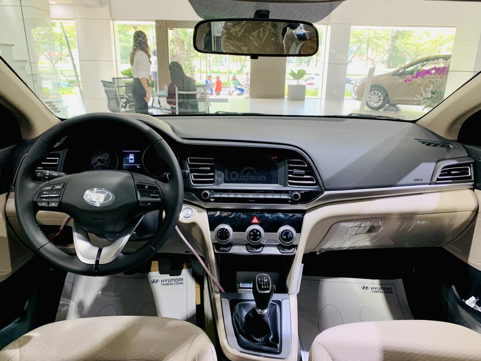 Hyundai Elantra giá bán cạnh tranh, khuyến mãi quà tặng phụ kiện giá trị thật, xe sẵn giao ngay (11)