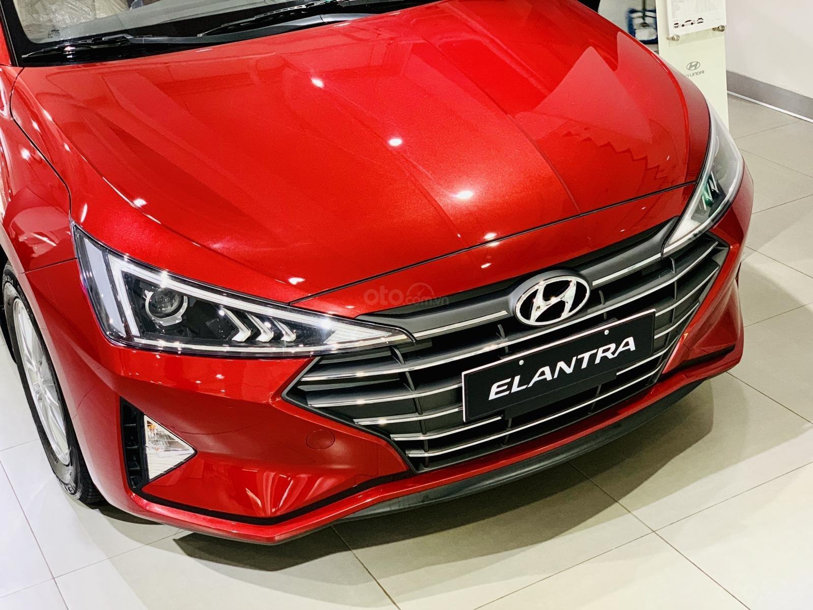 Hyundai Elantra giá bán cạnh tranh, khuyến mãi quà tặng phụ kiện giá trị thật, xe sẵn giao ngay (13)