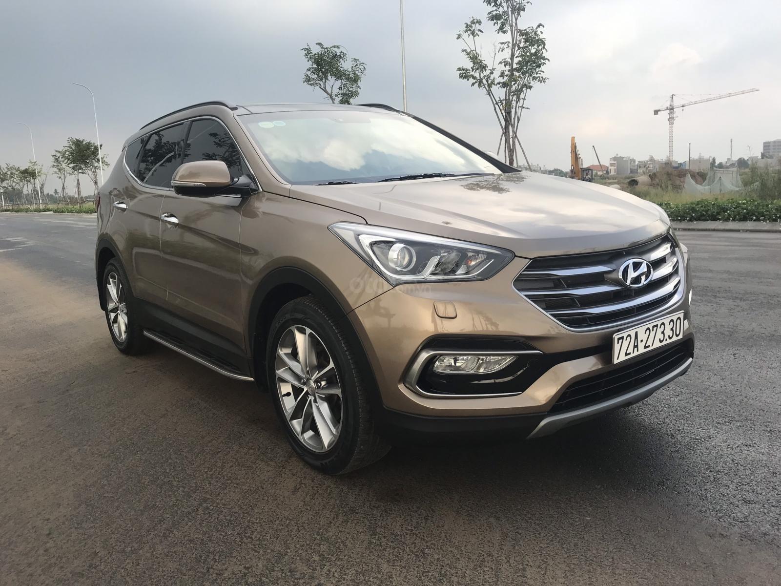 Bán Hyundai Santa Fe 2.2 Full máy dầu sản xuất 2018, odo 19,000km (2)