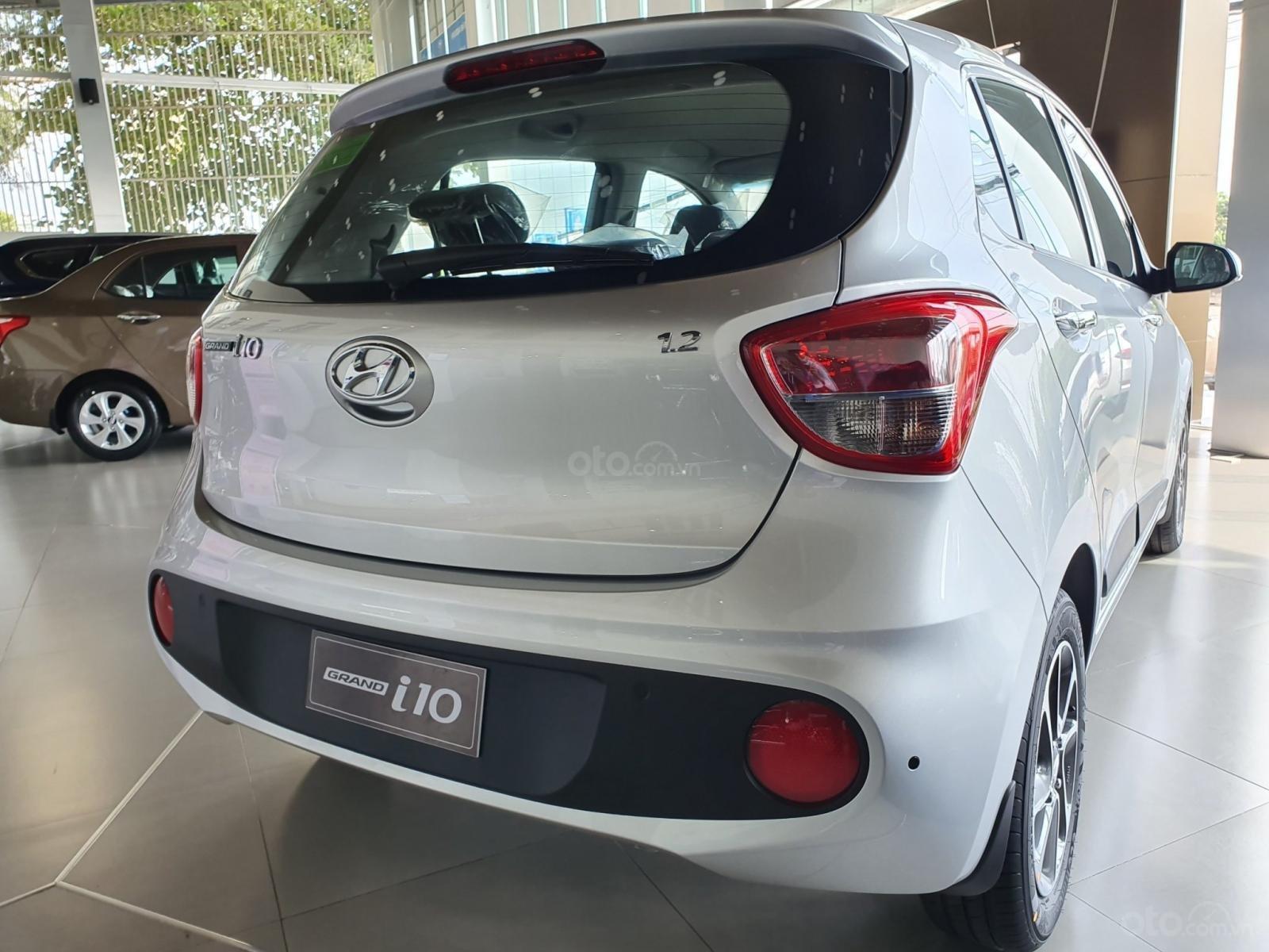 """""""Sốc"""" Tặng 15 triệu phụ kiện - Chỉ 120 triệu nhận xe - Hyundai Grand i10 1.2 2019, trả góp 85% - 0968500607 (1)"""
