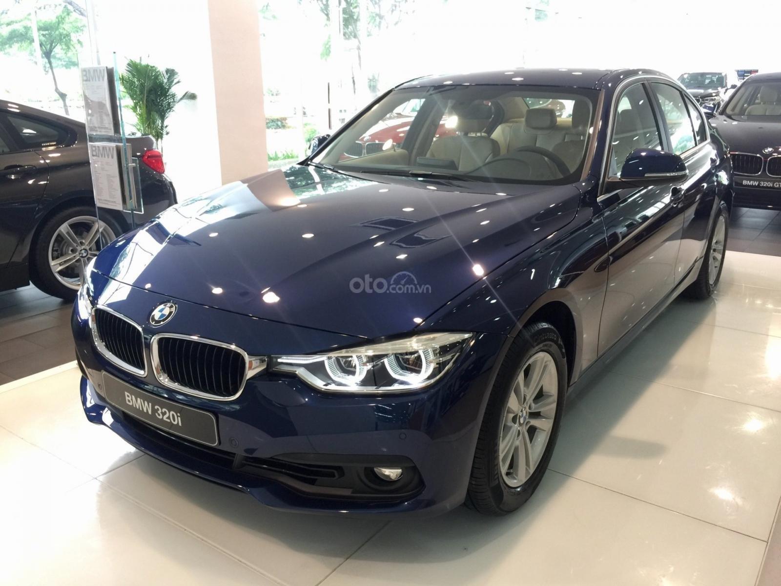 Bán xe BMW 320i đời 2019, màu xanh lam, nhập khẩu nguyên chiếc (2)